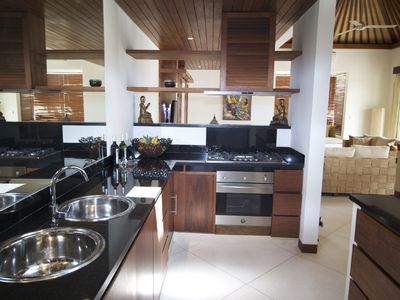 Full equipped kitchen with granite work tops