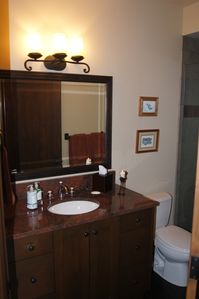 Twin granite and tile bathroom (main floor).