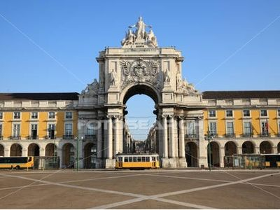 The Imperial Arch of the gorgeous Terreiro do Paço Square (only 50m from here)..