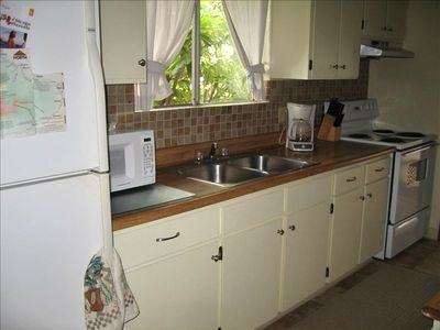 Full kitchen, fully equipped with prep island and eating bar