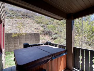 Deer Valley condo photo - Private hot tub on deck.