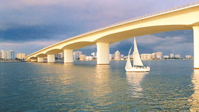 Ringling Causeway bridge on beautiful Sarasota Bay (2 min by boat, 15 min walk).