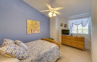Key Largo townhome photo - Third floor, guest room with queen bed and private ensuite bath