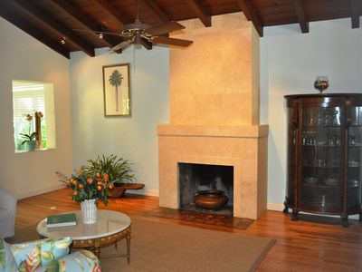 Coconut Grove house rental - Working fireplace in living room