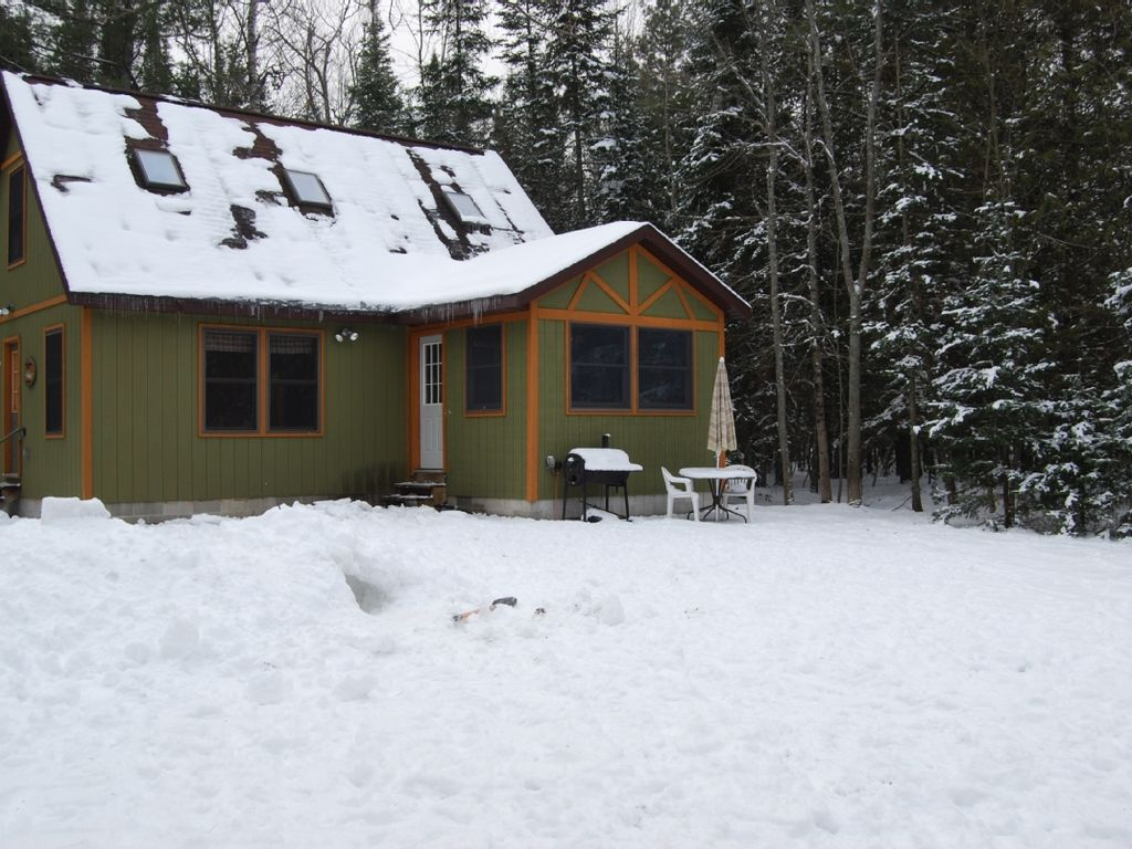 Woolly bugger lodge a betsie river retreat homeaway for Crystal mountain cabin rentals