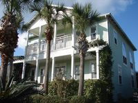 'Kool  Beanz' Great Crystal Beach home, private back yard with pool !