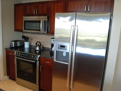 Full stainless appliances