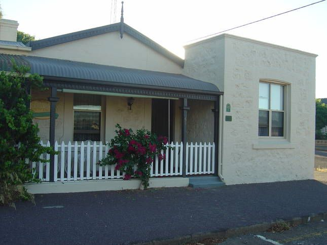 Moonta cottage rental family pet friendly spa cottage for A family pet salon