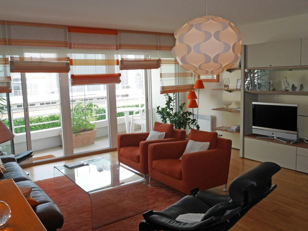 3 bedroom apartment with garage city centre 1381310 for 3 bedroom garage apartment