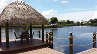 Gorgeous, south-facing villa at the canal with pool, spa, tikihut, TV, Wi-Fi
