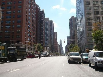 Street view near the apartment! Close to all museums & Central Park!