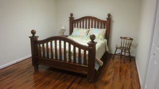Lake Norman house photo - Queen bed in downstairs bedroom.