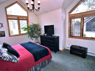 Master bedroom (King bed); vaulted ceiling; faces the ski runs