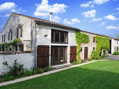 Beautiful converted barn with private pool, in peaceful setting.