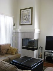 "High ceilings, fireplace, 50"" Plasma HDTV in living room - Pacific Beach townhome vacation rental photo"