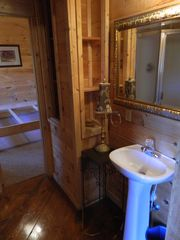 Pigeon Forge cabin photo - Lower Level Bathroom 1