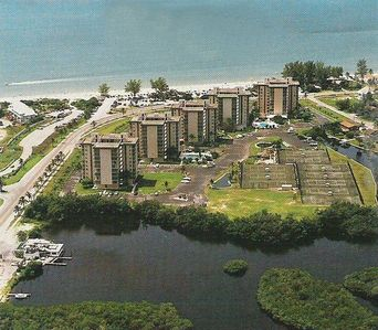 This condo is located in the middle building of the Beach and Tennis Club.