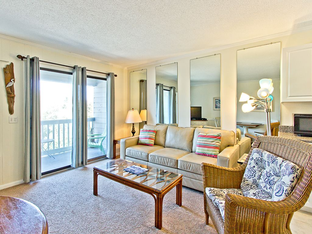 one bedroom condo with partial bay view with vrbo