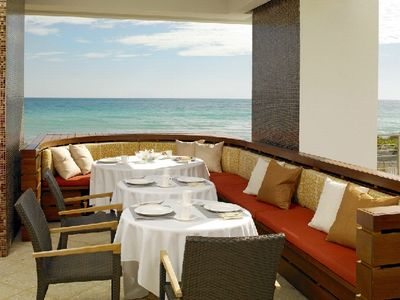 Brunch or lunch by the beach?
