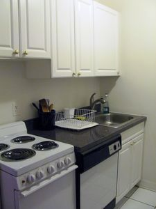 Full Kitchen: four burner stove& oven