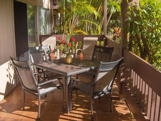 Princeville condo photo - Enjoy a drink on the sun-drenched lanai