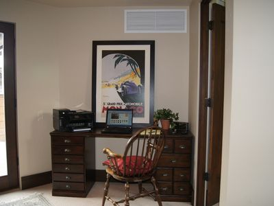 Home office (3rd floor) with high speed wifi and wireless printer/fax/scanner.