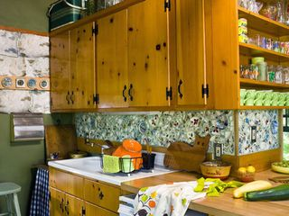 Stanfordville cottage photo - kitchen with broken dish mosaic backsplash