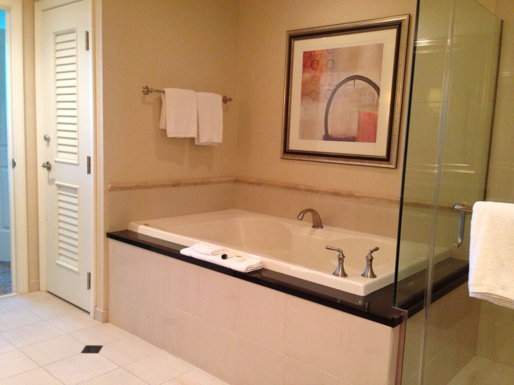 Signature One Bedroom Balcony Suite The Signature Mgm 1 Br Corner Balcony Suite Tower 2 Rates Starting