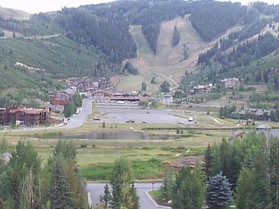 1/2 mile from Deer Valley Resort! Convenient shuttles for all resorts and town.