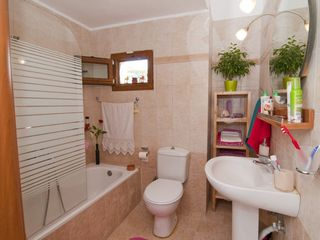 Chalkidiki house photo - Bathroom with tub