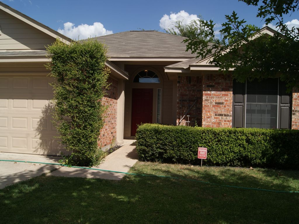 Top vacation rentals near circuit of the americas austin for Austin cabin rentals