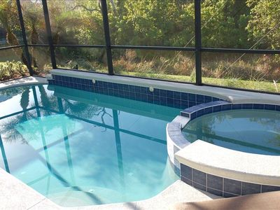Hot tub + pool. Child safety fence. Private conservation view!