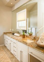 Dallas townhome photo - Master Bath- Double sinks