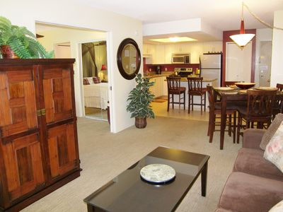 Wailea condo rental - Contemporary livingroom furniture unit T204