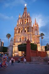 San Miguel de Allende studio photo - The famous Parroquia church in the Jardin just 1 1/2 blocks away.