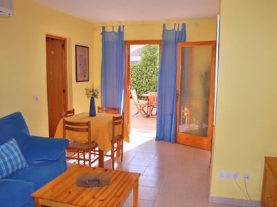 Comfortable apartment in residential area with pool and near the beach
