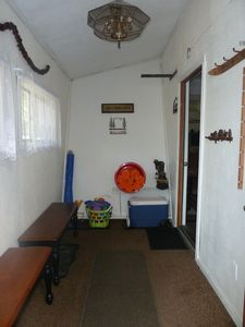 Moonridge cabin rental - Store all your gear in this spacious mud room at entry of house