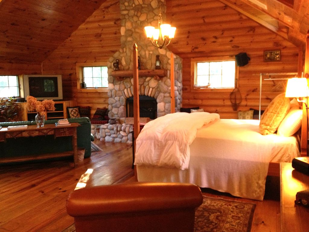 Romantic luxury chalet vrbo for Ny weekend getaways for couples