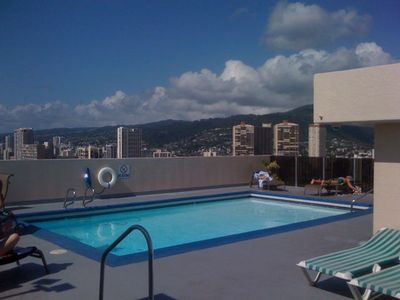 Waikiki studio rental - Roof top pool and spa