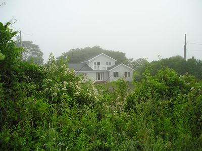 Montauk house rental - House seen from beach road