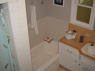 Full bathroom (with tub and shower)