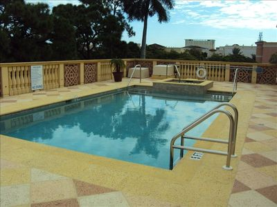 Naples condo rental - Pool area