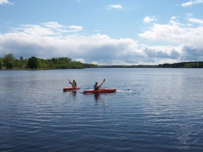 Winter house rental - Enjoy the kayaks available during your stay