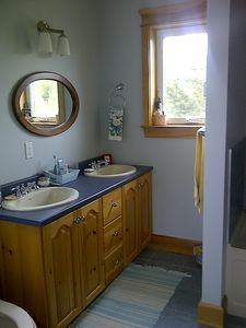 5 piece en-suite includes double sinks