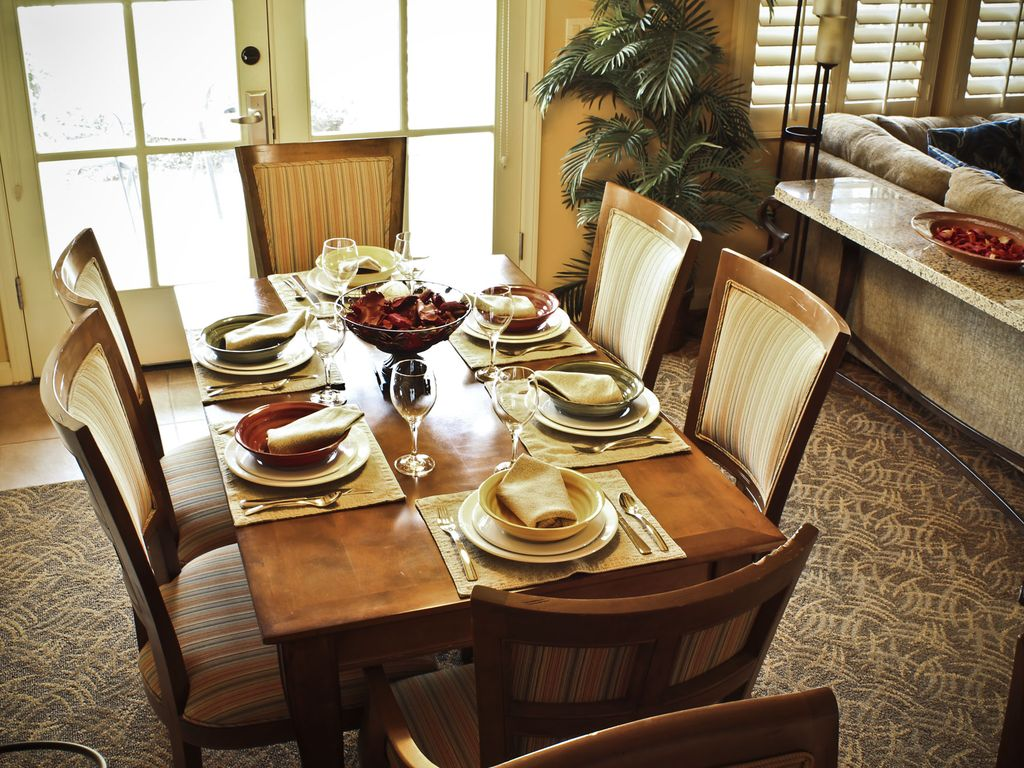 Downstairs 3bed 3ba villa on main paseo vrbo - Dining room table settings ...