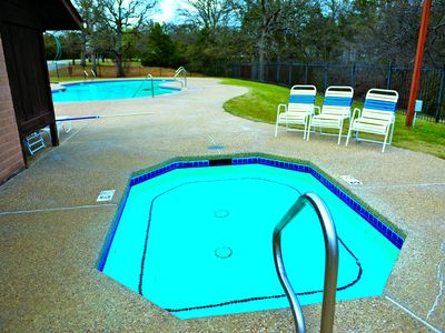 Cozy cabin on lake texoma vacation rental in texas for Lake texoma cabins with hot tub
