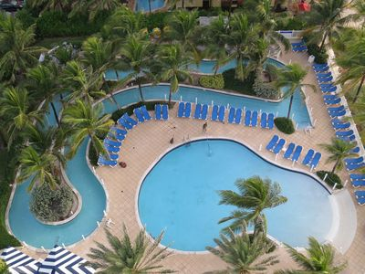 Picture of the zero-entry pool and the Lazy River