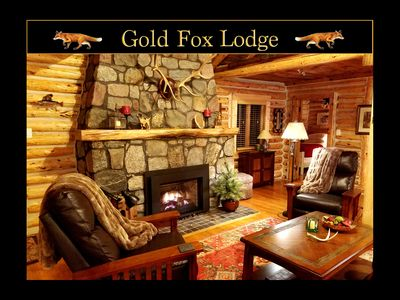 The Gold Fox Lodge - Romantic Winter Getaway, Vintage, Riverside Log Cabin