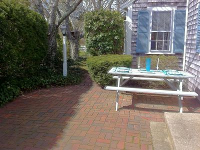 RELAX ON THE BACK PATIO..DINING FOR 6+ ** NEW LARGE GAS GRILL..AND MORE!
