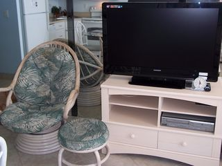 Fort Myers Beach condo photo - Enjoy cable TV and movies on DVD.